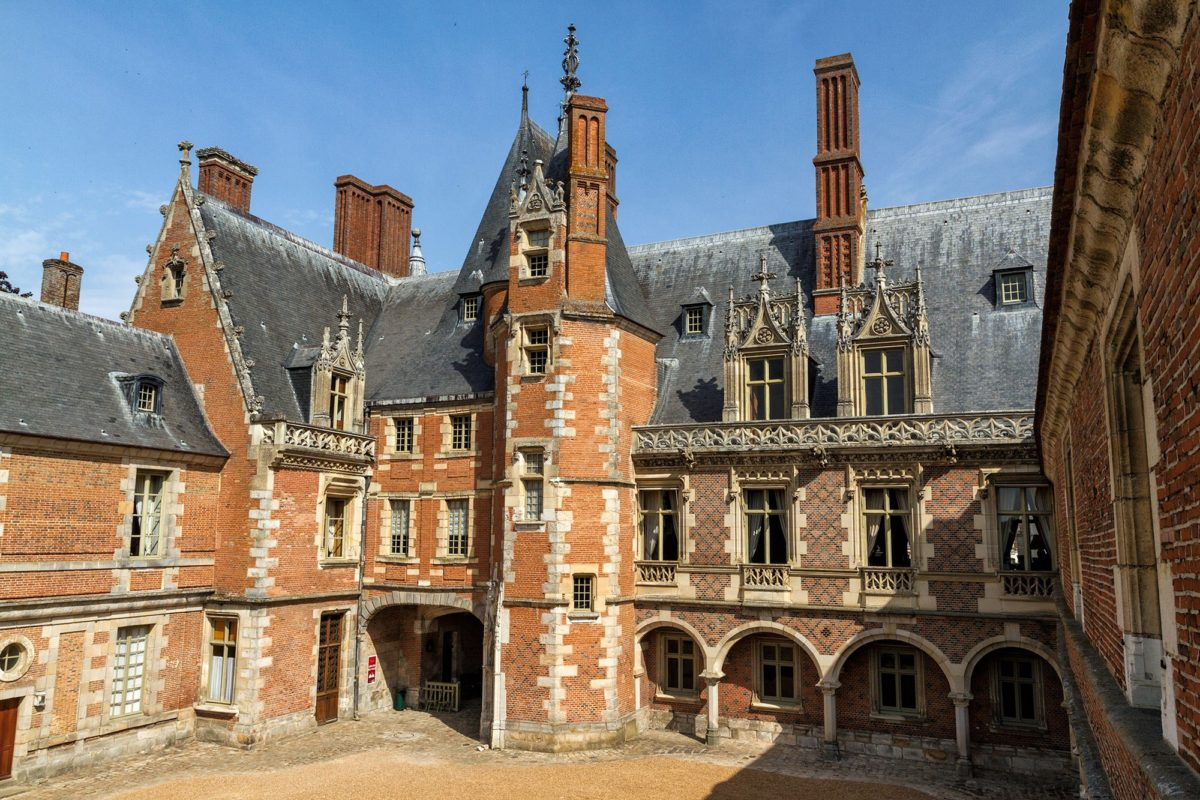 Chateau-Maintenon-1